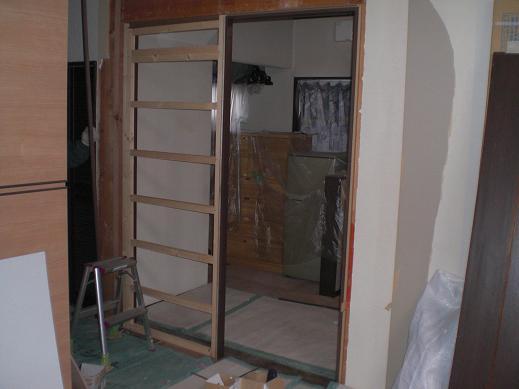 室内改装 ~ キッチンのドア位置を移動して取り替え_d0165368_6134275.jpg
