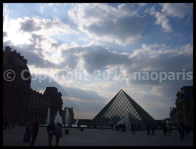 【散歩】ルーヴル、ピラミッド、カルーゼル凱旋門界隈(PARIS)_a0008105_18451746.jpg