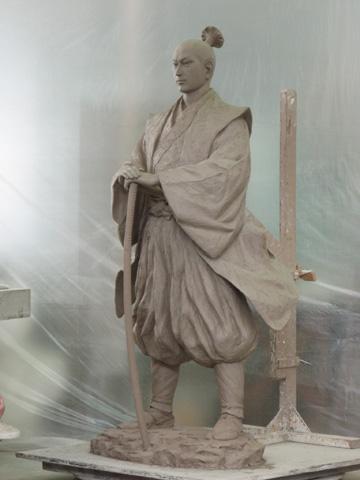 ★銅像の原型_b0145843_23105432.jpg