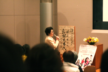 Mothers\' Way, Daughters\' Choice 母の道、娘の選択 東京上映@東中野_d0004651_9484345.jpg