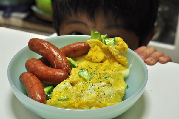 息子シェフ 創作料理とブルートレインプレート朝ごはん_b0138882_1095435.jpg