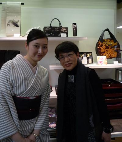 坂本理恵、東京駅の大丸に行ってきました!_c0145608_122396.jpg