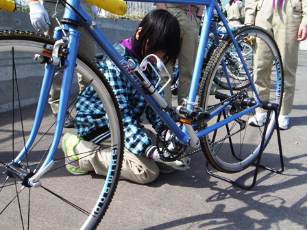 自転車の 自転車修理方法チェーン : ... 自転車のチェーン外れの修理の