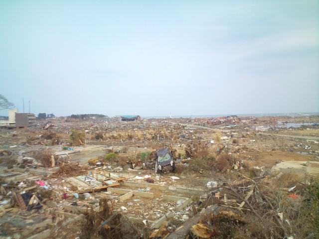 被災地、気仙沼より。愕然とする光景を体験し、家族を失った方々と目を見て話し。。_b0032617_17295660.jpg