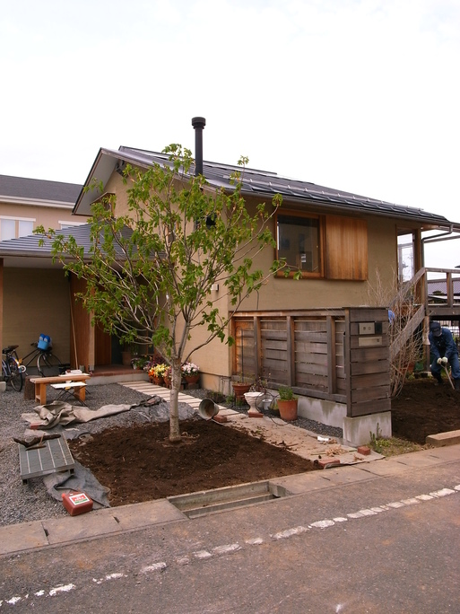 Nさんのいえ 植木の植替え 2011/4/26_a0039934_17393494.jpg