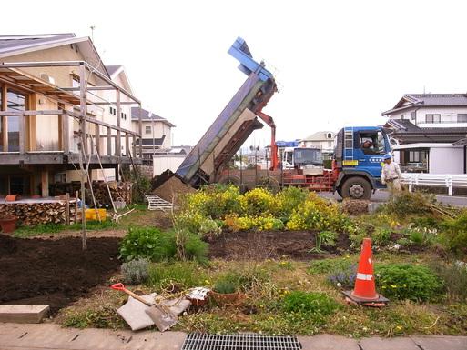 Nさんのいえ 植木の植替え 2011/4/26_a0039934_174446100.jpg
