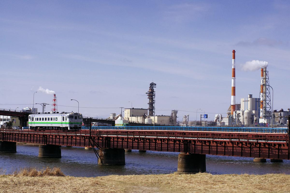 新釧路川を渡るキハ40_e0051186_2032447.jpg