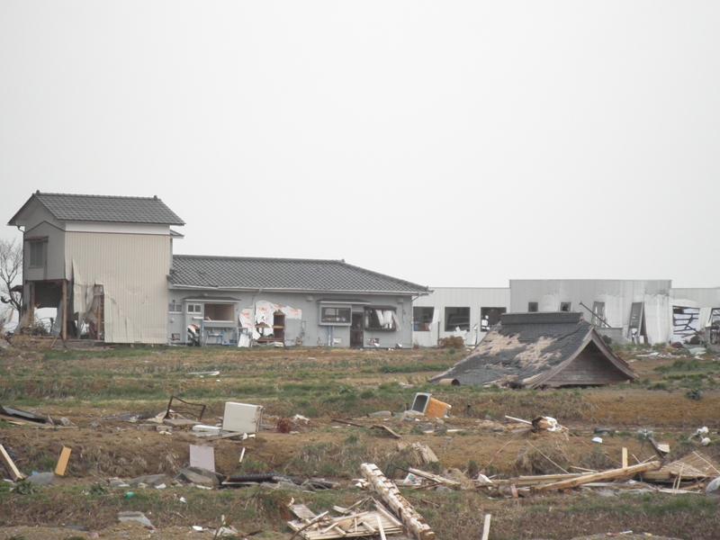 GWはぜひ東北へお出かけになり、手厚い、心からの支援を。気仙沼、被災現場より。_b0032617_13422991.jpg