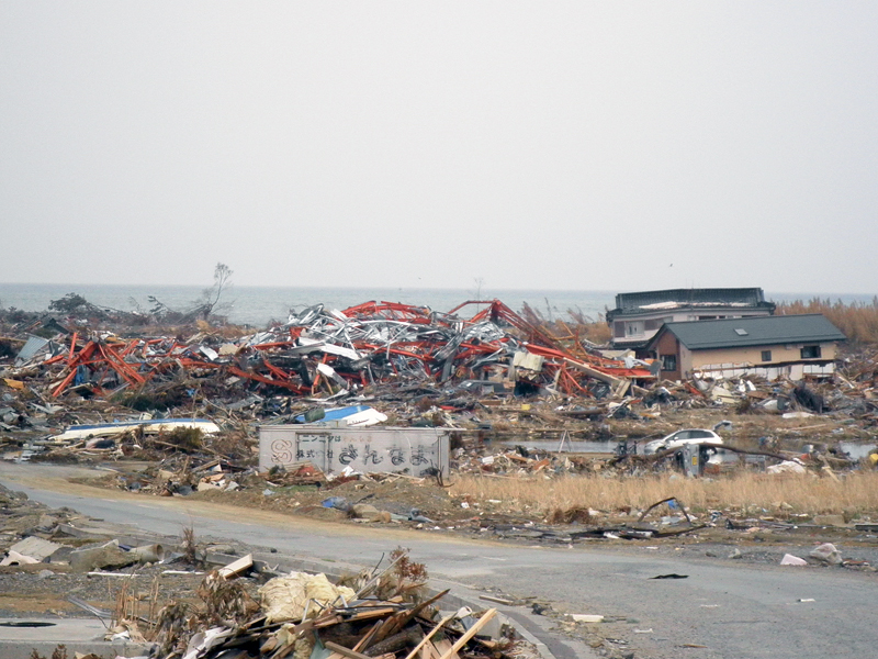 GWはぜひ東北へお出かけになり、手厚い、心からの支援を。気仙沼、被災現場より。_b0032617_13432715.jpg