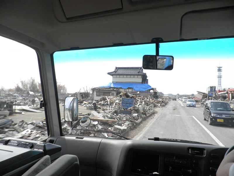GWはぜひ東北へお出かけになり、手厚い、心からの支援を。気仙沼、被災現場より。_b0032617_13502945.jpg