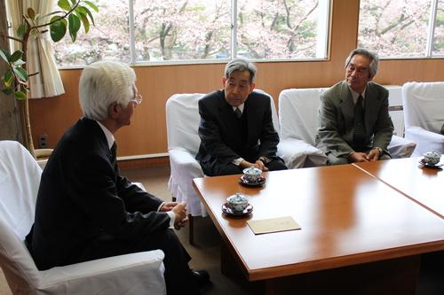 十和田市文化協会が寄付_f0237658_1581624.jpg
