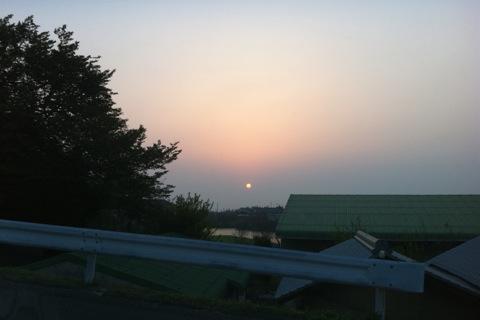 昨日の夕陽_d0189675_15295251.jpg