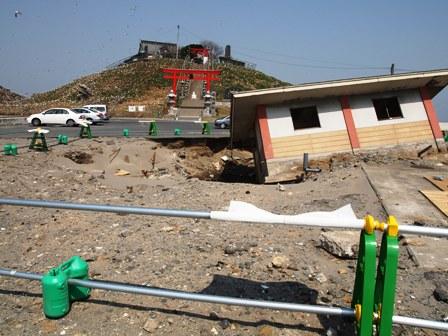 3.11同時多発地震 51 [八戸市内の思い出スポット被害]_d0061678_16305914.jpg