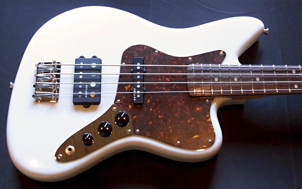 「Stone WhiteのPsychomaster Bass 1本目」が完成〜!_e0053731_19363191.jpg