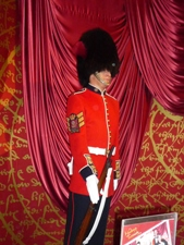 UK~ロンドンで有名人を見学 蝋人形とホームズ_e0195766_1203684.jpg