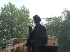 UK~ロンドンで有名人を見学 蝋人形とホームズ_e0195766_1223656.jpg