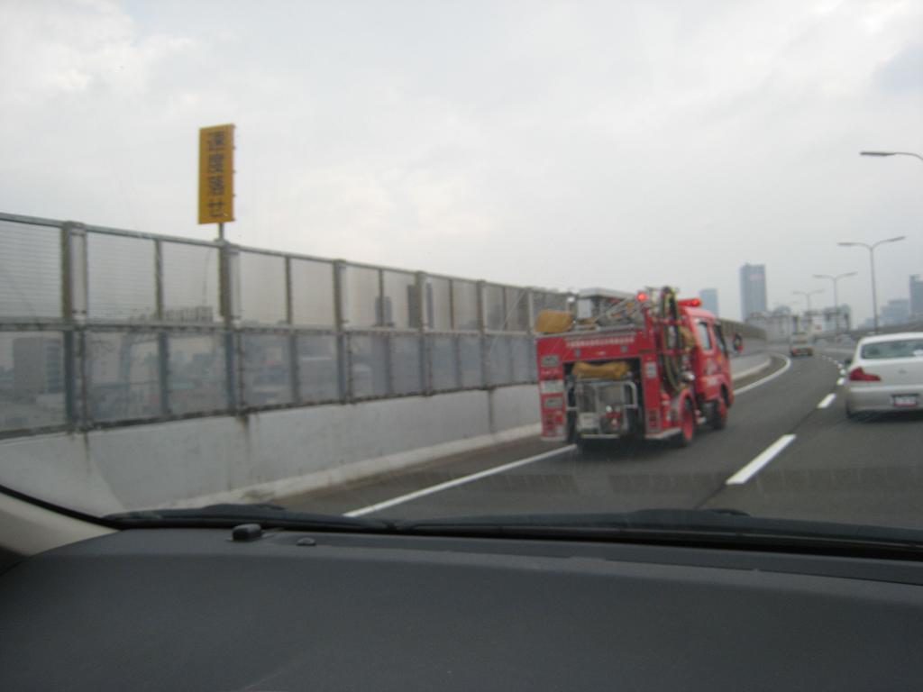 緊急車両_f0205367_18561572.jpg