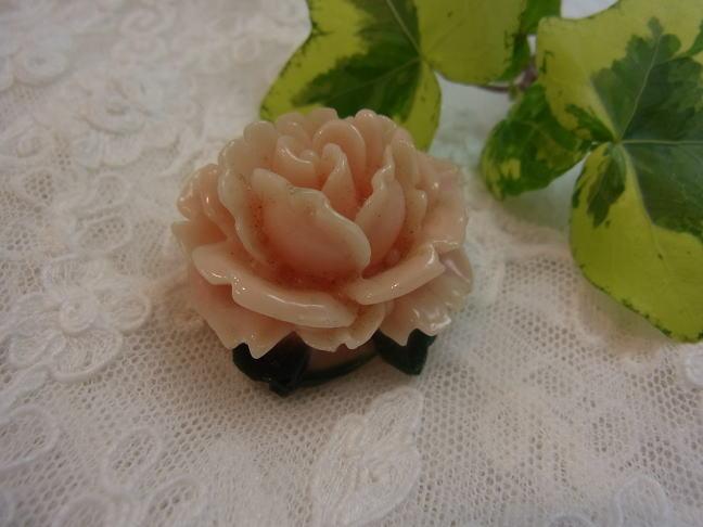 ベビーピンクの薔薇のブローチ_d0127182_17232560.jpg