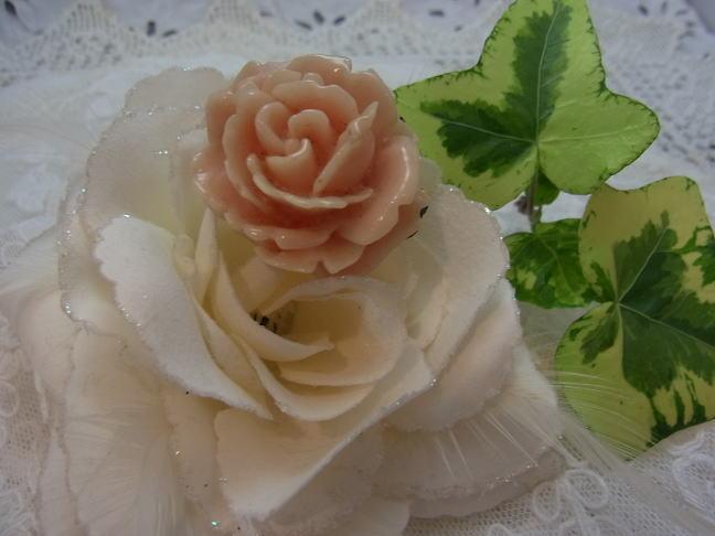 ベビーピンクの薔薇のブローチ_d0127182_17293939.jpg
