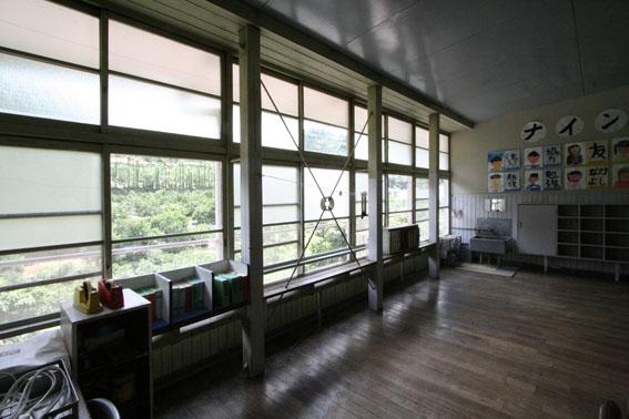 日土小学校と松村正恒展:日土小学校見学_e0054299_10265376.jpg