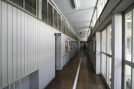 日土小学校と松村正恒展:日土小学校見学_e0054299_10291166.jpg