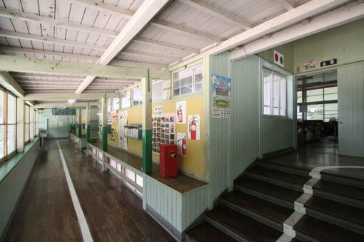 日土小学校と松村正恒展:日土小学校見学_e0054299_1153178.jpg