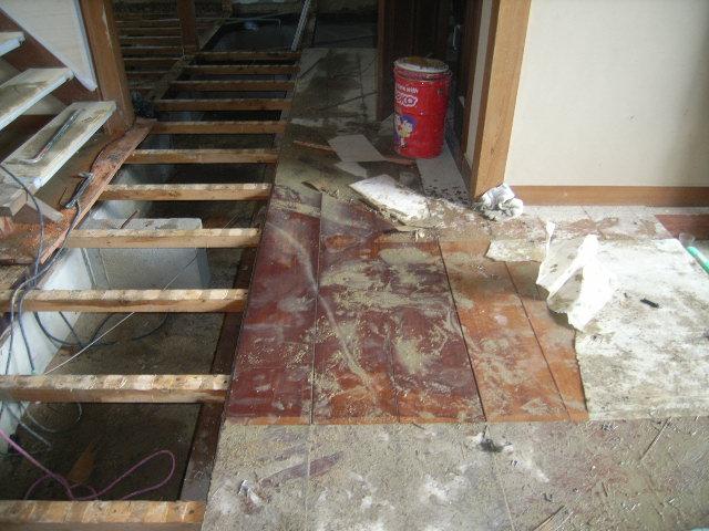 床板と框式台外し_f0052181_23154727.jpg