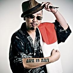 PESUがライブ・ペインティングを披露! お洒落なトロ・ラウンジで日本支援パーティ!_c0050387_1752860.jpg