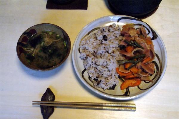 夕飯はベーコンの野菜炒め_e0166355_1656995.jpg
