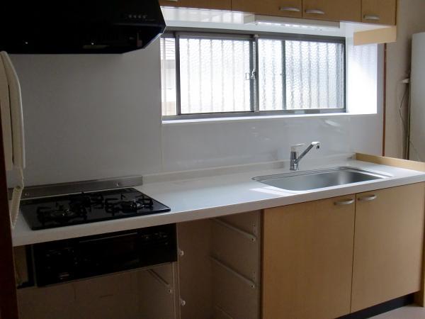 キッチンパネル工事 ~ キッチン本体の取り外しから。_d0165368_72644.jpg