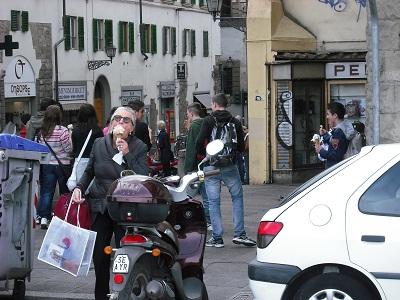 フィレンツェおすすめのジェラテリアは…地元客でにぎわうココです!_a0172661_2422514.jpg