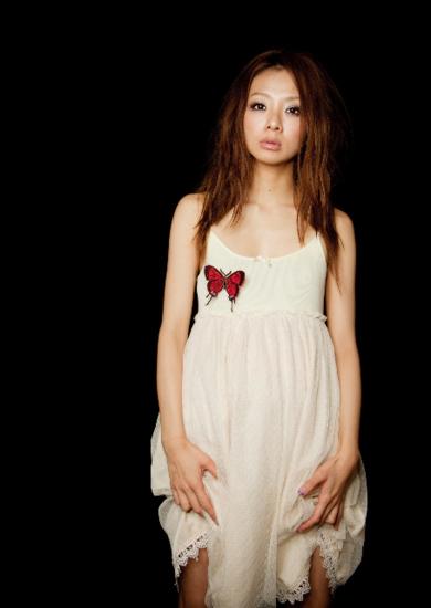 宍戸留美がニュー・アルバムを発売し、下北沢440でレコ発ワンマンを開催_e0197970_0555468.jpg