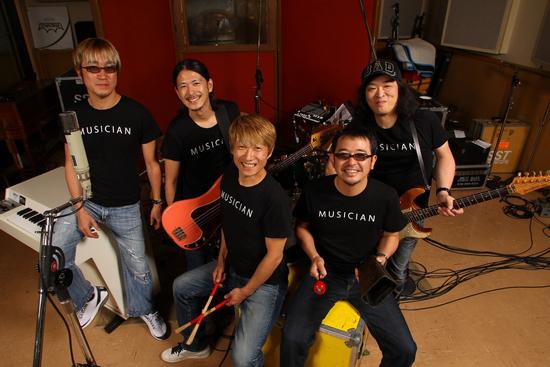 新番組『M-ON! MONTHLY ICON』がスタート。5月はUNICORNが登場!_e0197970_2393125.jpg