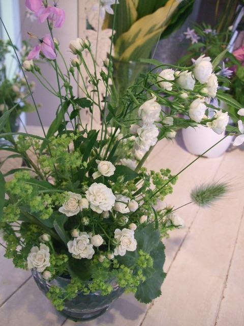 オークリーフ花の教室(石井さんと吉田さんの作品)_f0049672_1837119.jpg