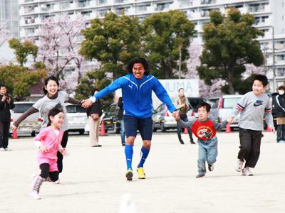 横浜Fマリノス中澤佑二選手、広野っ子と交流_d0081884_15464340.jpg