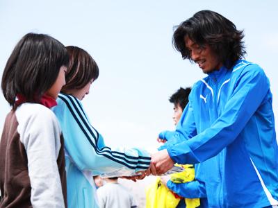 横浜Fマリノス中澤佑二選手、広野っ子と交流_d0081884_1548712.jpg