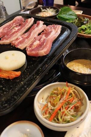 韓国旅行2011.4:サムギョプサルとNソウルタワー_b0189489_9502517.jpg