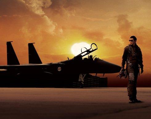 赤いマフラー「飛翔:太陽の近くに」_c0047605_20431930.jpg
