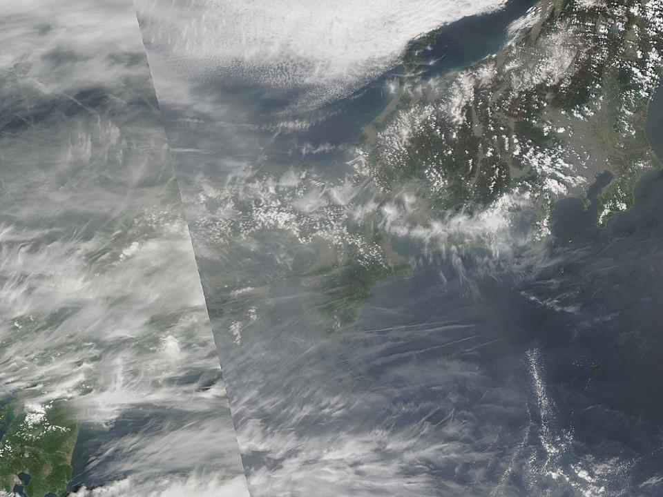 「ケムトレイル空襲警報」:今日も飛行機雲の雨あられ!?_e0171614_20373984.jpg