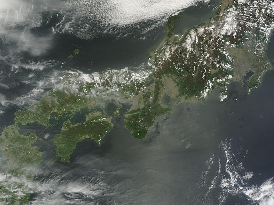 「ケムトレイル空襲警報」:今日も飛行機雲の雨あられ!?_e0171614_20374321.jpg