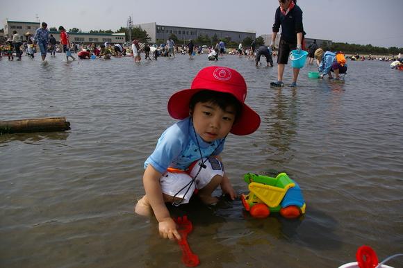 潮干狩りPart 1/shellfish gathering on a beach, part1_a0186568_00734.jpg