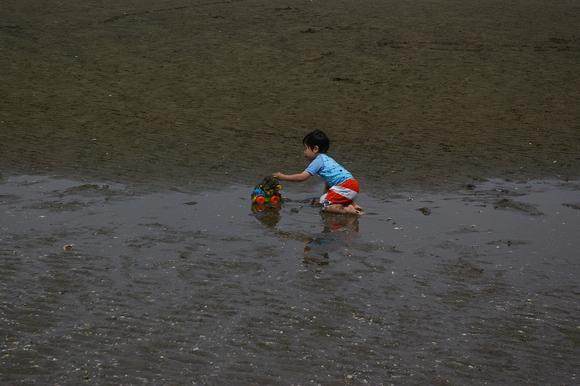 潮干狩りPart 1/shellfish gathering on a beach, part1_a0186568_01389.jpg