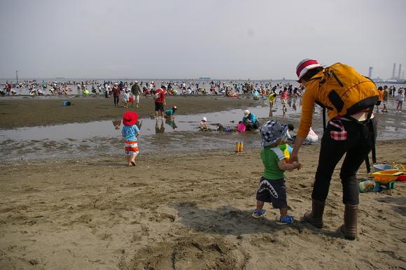 潮干狩りPart 1/shellfish gathering on a beach, part1_a0186568_23582683.jpg