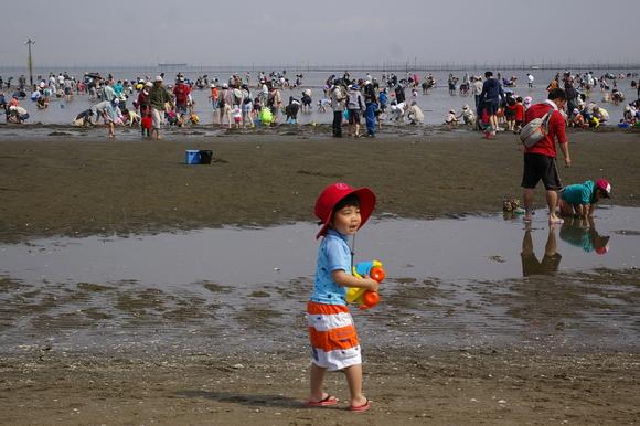 潮干狩りPart 1/shellfish gathering on a beach, part1_a0186568_2358995.jpg