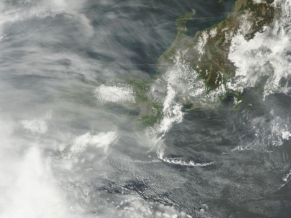NASAの衛星画像がとらえた今日のケムトレイル:パイロットの命はそう長くないはず!?_e0171614_2120112.jpg