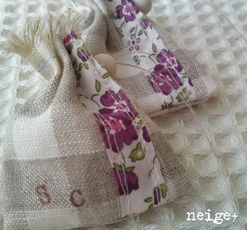 ちょこっとのリバティと。。。ハギレで作ったミニミニ巾着♪_f0023333_2021870.jpg