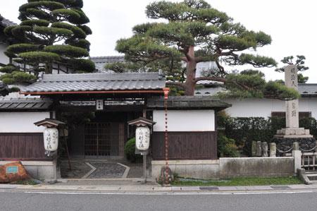 近江中山道 五箇荘から豊郷へ_e0164563_10464349.jpg
