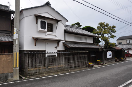 近江中山道 五箇荘から豊郷へ_e0164563_9533487.jpg