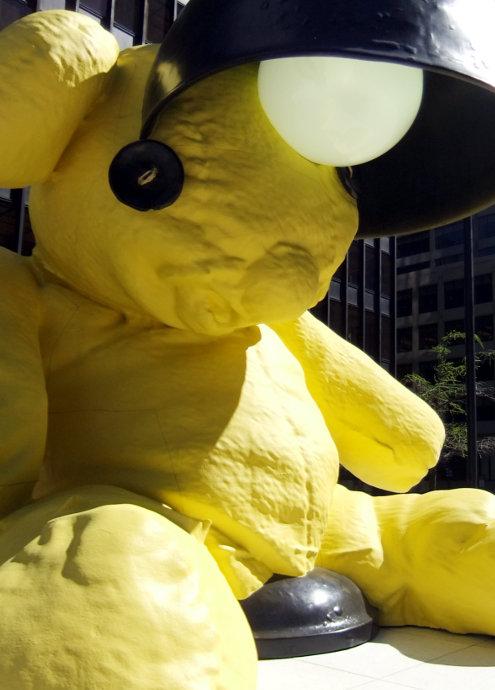 ニューヨークに巨大テディ・ベア・アート作品展示中、前向きな感情をもたらす効果も?_b0007805_9225140.jpg
