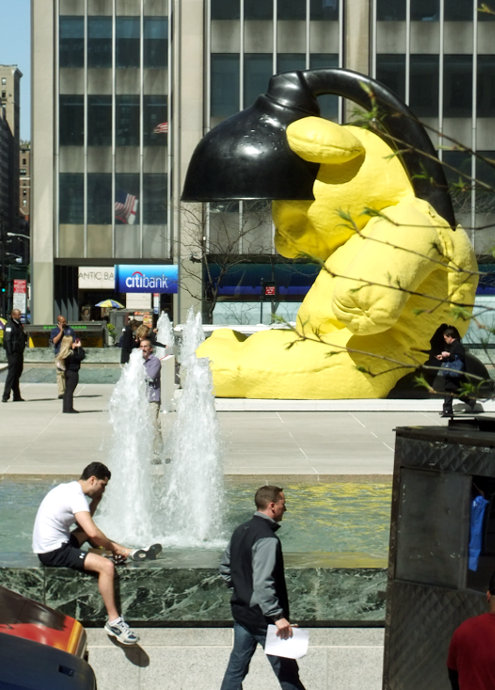ニューヨークに巨大テディ・ベア・アート作品展示中、前向きな感情をもたらす効果も?_b0007805_9242132.jpg